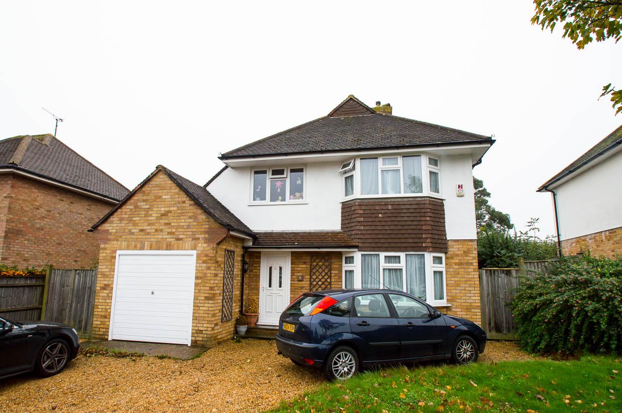 3 Bedrooms Detached House for sale in Branston Road, Eastbourne